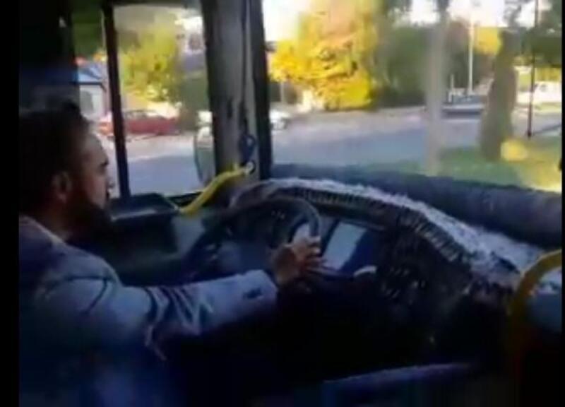 Şoförü gecikince yolcu otobüsünü Belediye Başkanı kullandı