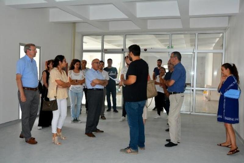 Rektör Murat, Diş Hekimliği Fakültesinde incelemelerde bulundu