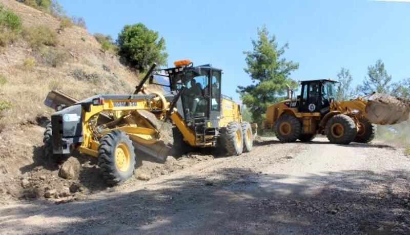 Kumluca'da yol yapım çalışmaları sürüyor