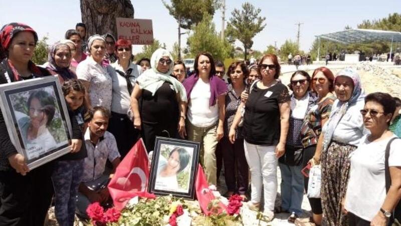 Eşinin öldürdüğü kadın mezarı başında anıldı