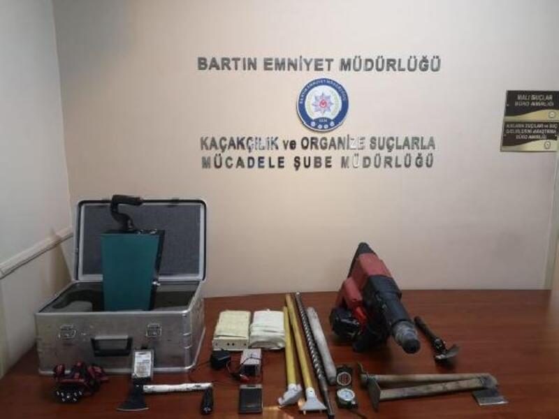 Anadolu'nun tek yol anıtında kaçak kazı yapan 6 defineci yakalandı