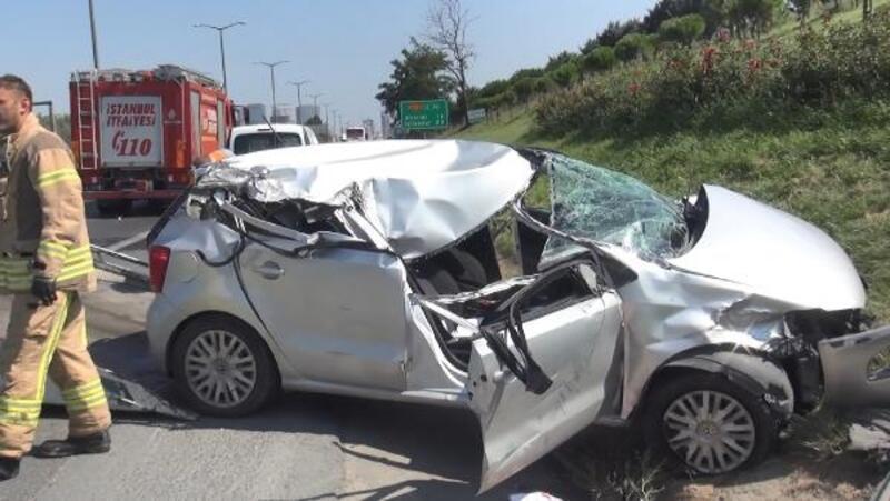 Hadımköy'de kamyon ve otobüse çarpan otomobilin sürücüsü ağır yaralandı
