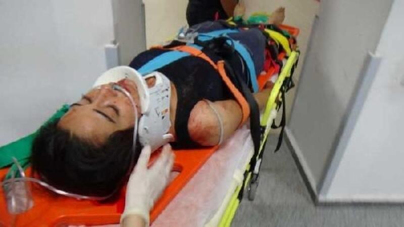 Eşi boğazından bıçakladı, balkondan atlayıp yardım istedi