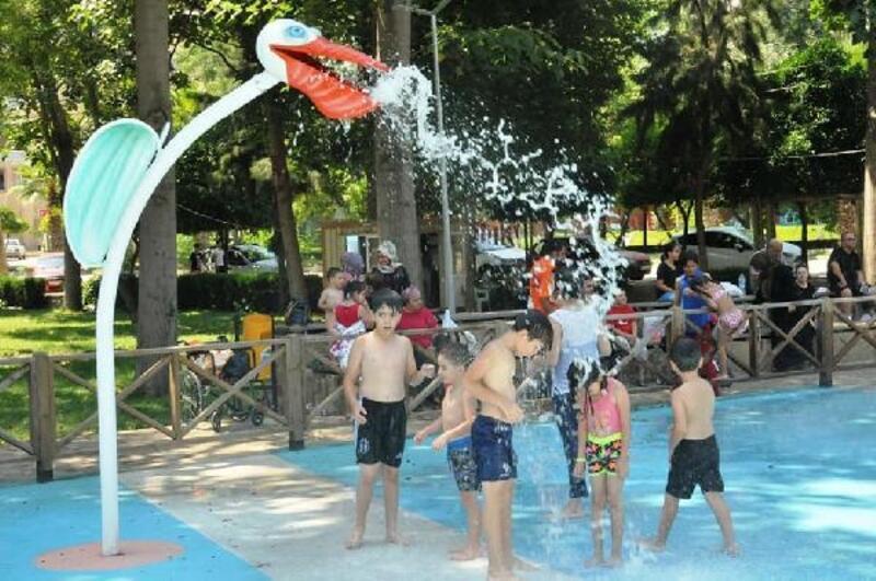 Çocukların suyla dansı