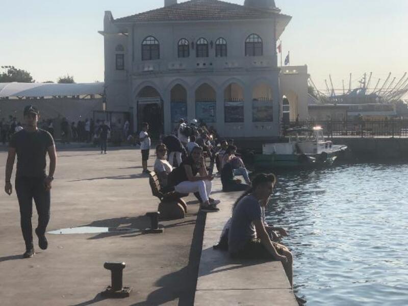 Kadıköy'de denize atlayan iki kadın boğulmaktan son anda kurtarıldı