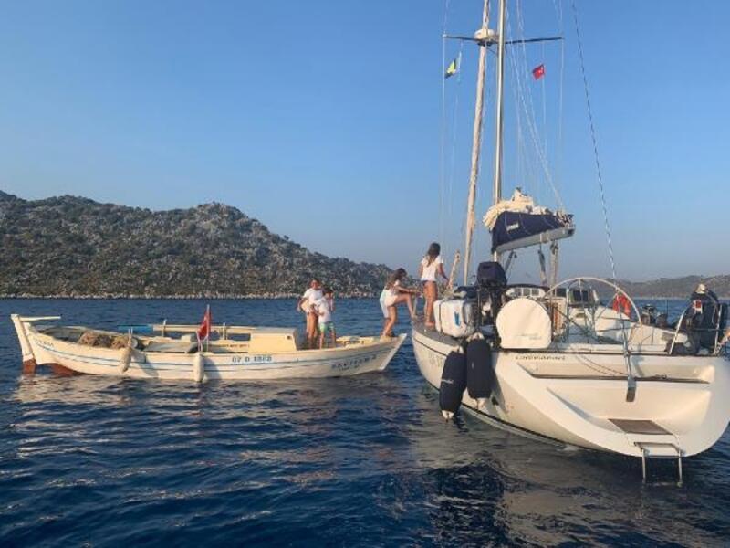 Kayaya oturan tekne kurtarıldı