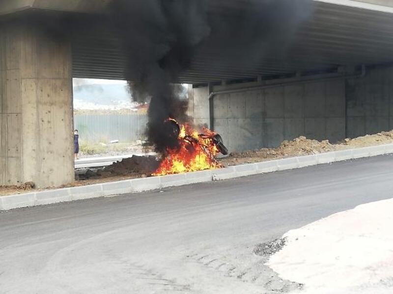 Arızalanan motosikletini yaktı