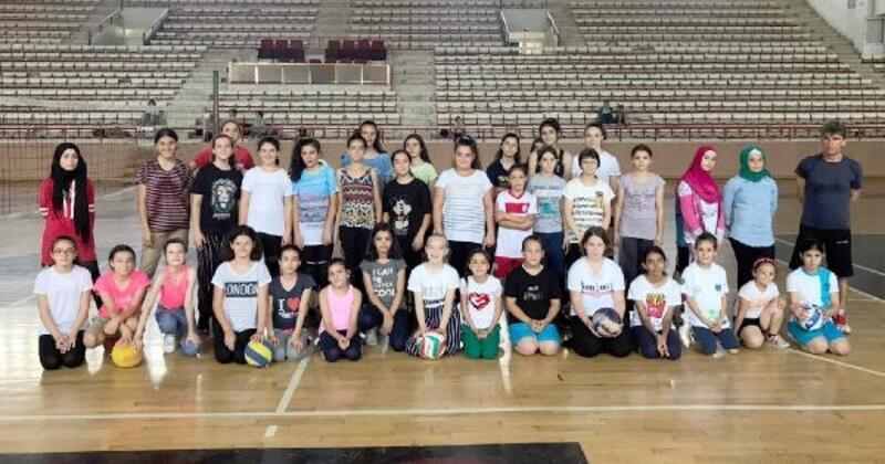 Orhangazi'de voleybol eğitimleri sürüyor