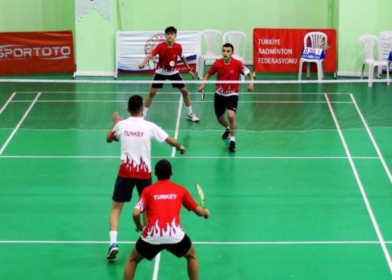 Uluslararası 17 Yaş Altı Badminton turnuvası başladı