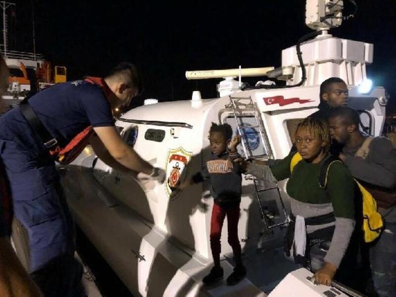 Çeşme'de, 2 lastik botta 81 kaçak göçmen yakalandı