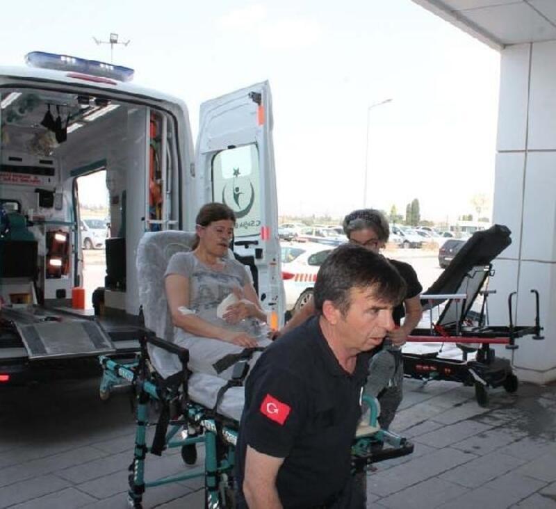 Marketteki yangında dumandan etkilenen 5 kişi, hastanelik oldu