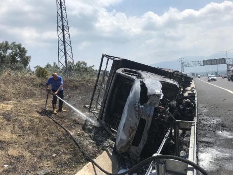 Bursa'da kamyonet bariyerlere çarptı: 1 yaralı