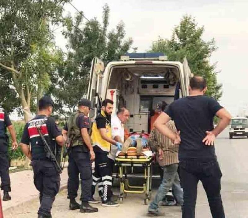 Motosikletinin önünü, otomobil ile kesen husumetlilerini bacaklarından vurdu