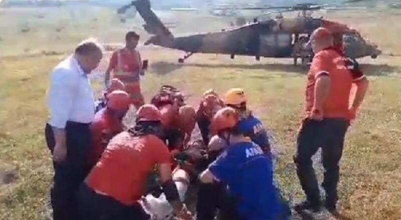 Kanyonda bacağı kırılan kadın, askeri helikopterle kurtarıldı