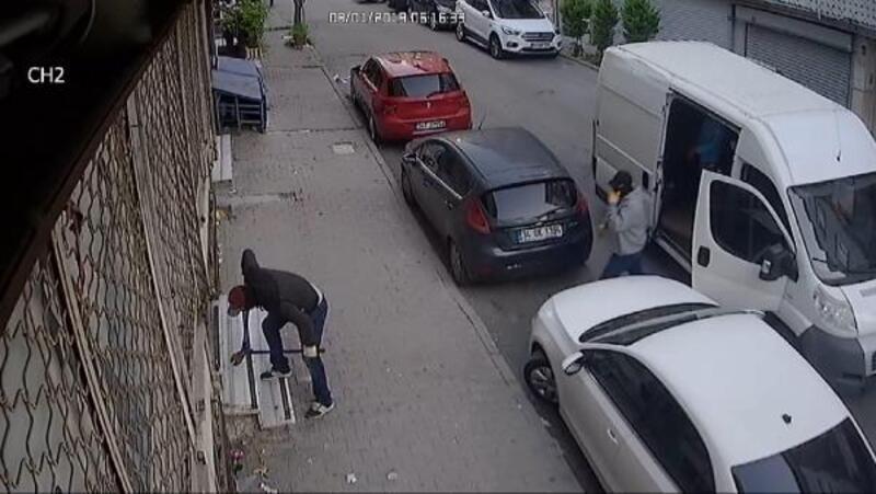 Sultangazi'de 5 dakikada 200 bin liralık hırsızlık kamerada
