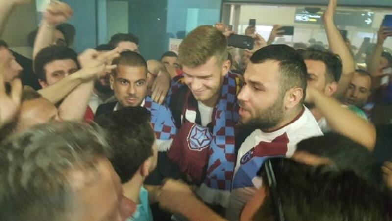 Trabzonspor'un yeni forveti Alexander Sörloth'e coşkulu karşılama