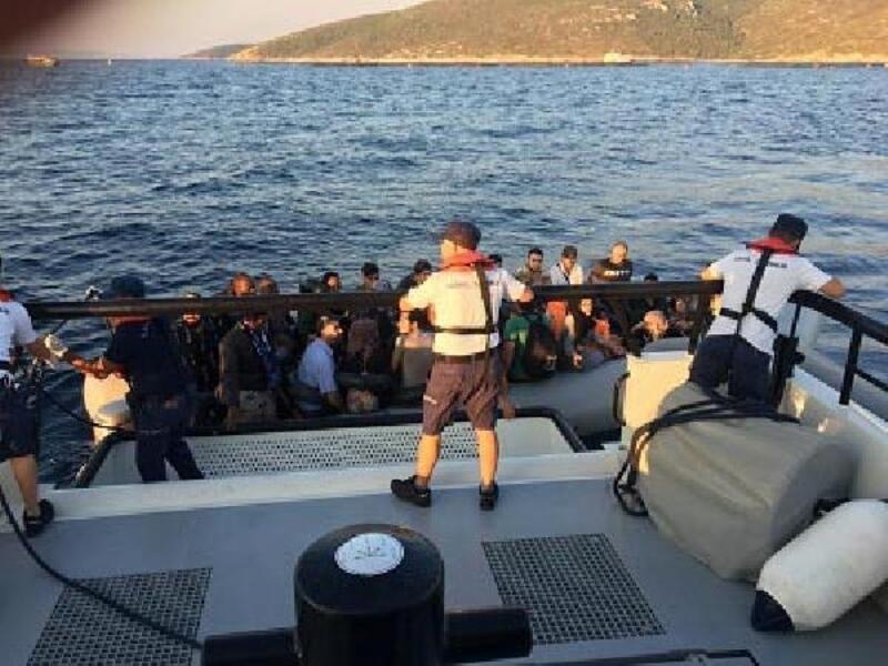 Çeşme'de lastik botlarda 75 kaçak göçmen yakalandı