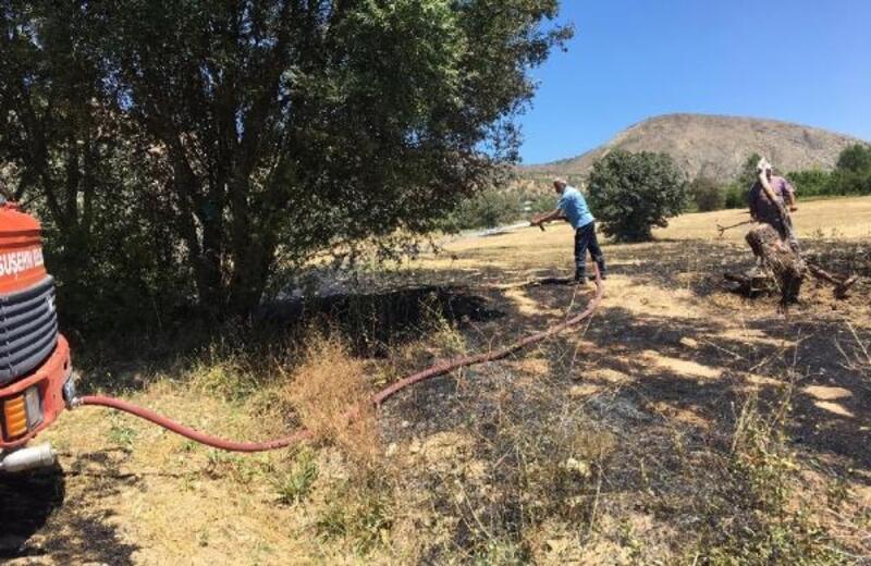 Suşehri ilçesinde anız yangını
