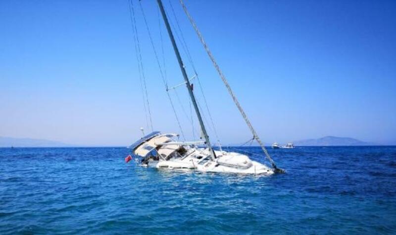 Su alan teknedeki 2 kişi kurtarıldı