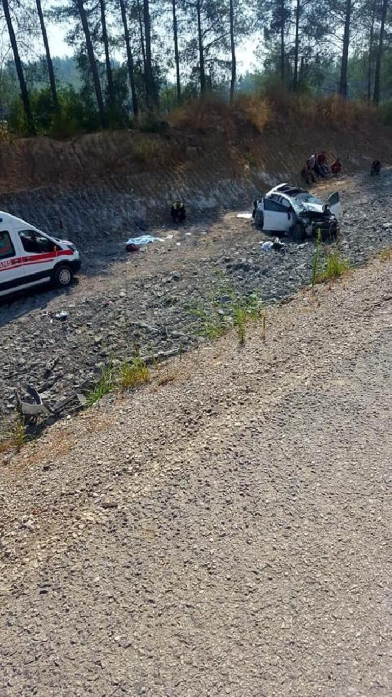 Otomobil şarampole devrildi, anne ve 2 yaşında oğlu öldü