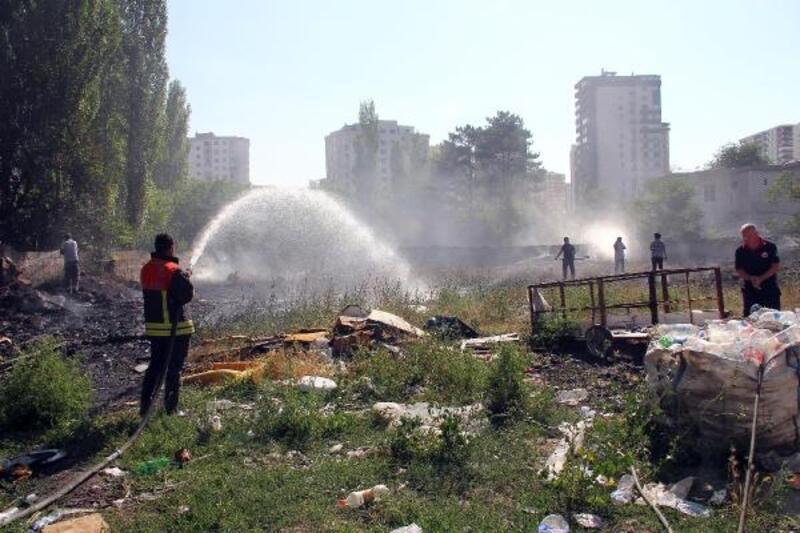 Hurdalıkta çıkan yangın paniğe neden oldu