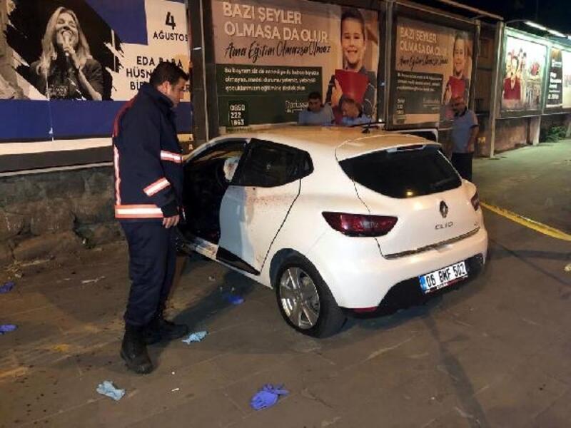 Silahlı saldırıdan kaçarken otomobili duvara çarptı: 2 yaralı