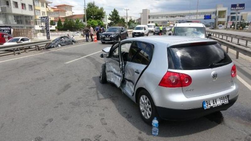 Körfez'de otomobiller çarpıştı: 3 yaralı
