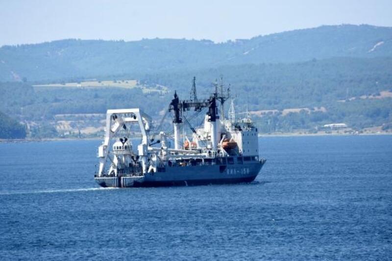 Rus askeri kurtarma gemisi Çanakkale Boğazı'ndan geçti