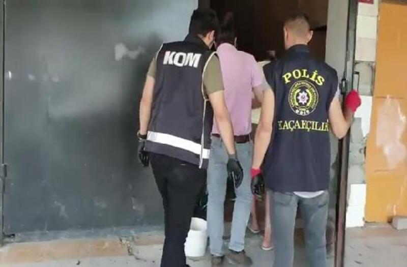 Başakşehir'de villaya yapılan sahte içki operasyonu kamerada