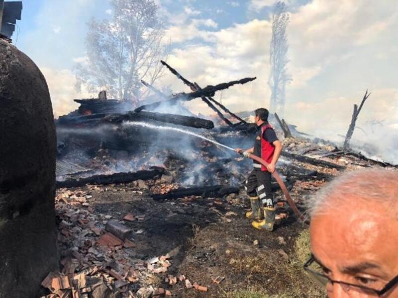 Çorum'da 7 ev yandı