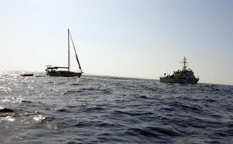 Marmaris'te arızalanan teknedeki 2 kişikurtarıldı