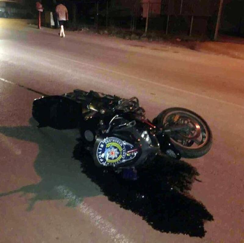 'Dur' ihtarına uymayan sürücü, kaçarken motosikletli polise çarptı