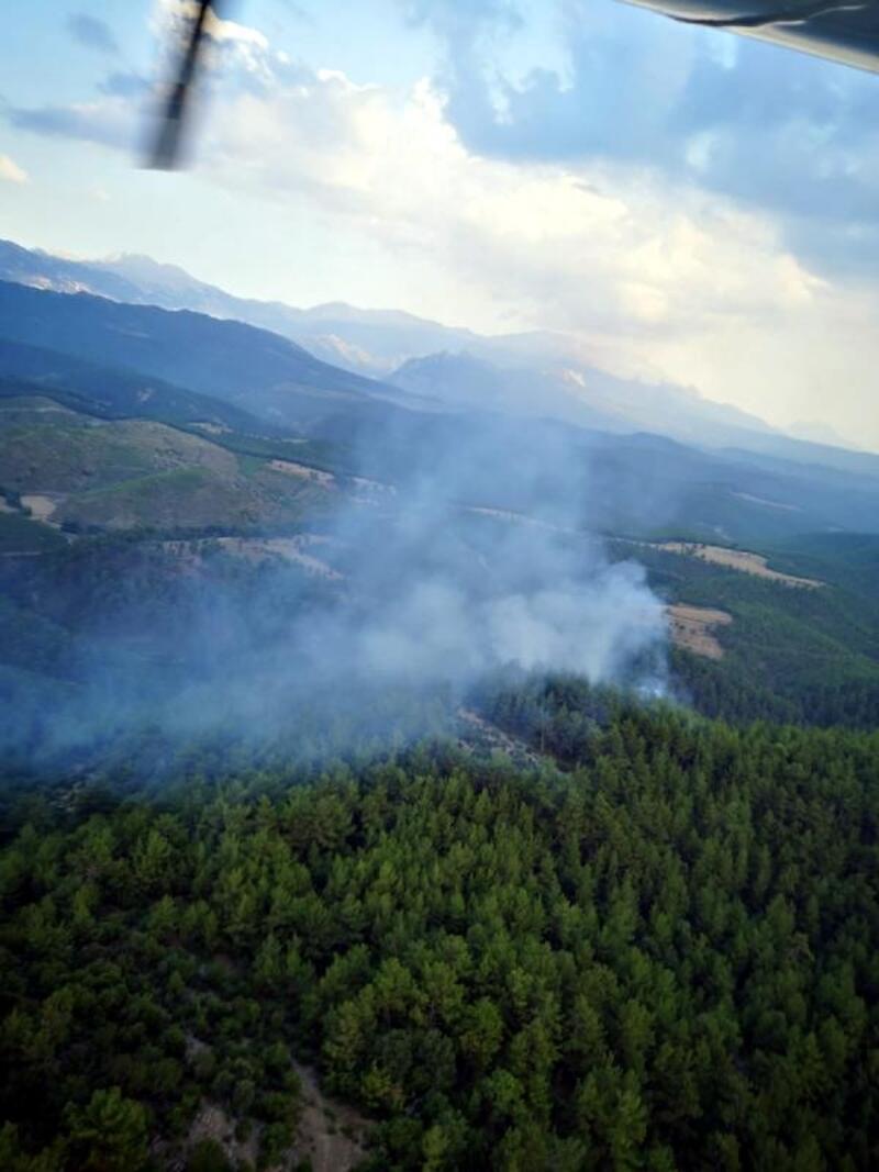 Manavgat'ta yıldırım düşen ormanda yangın çıktı