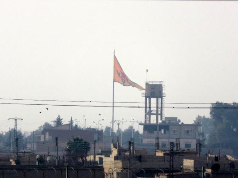 Tel Abyad'daki terör örgütü PYD'nin simgeleri indirildi