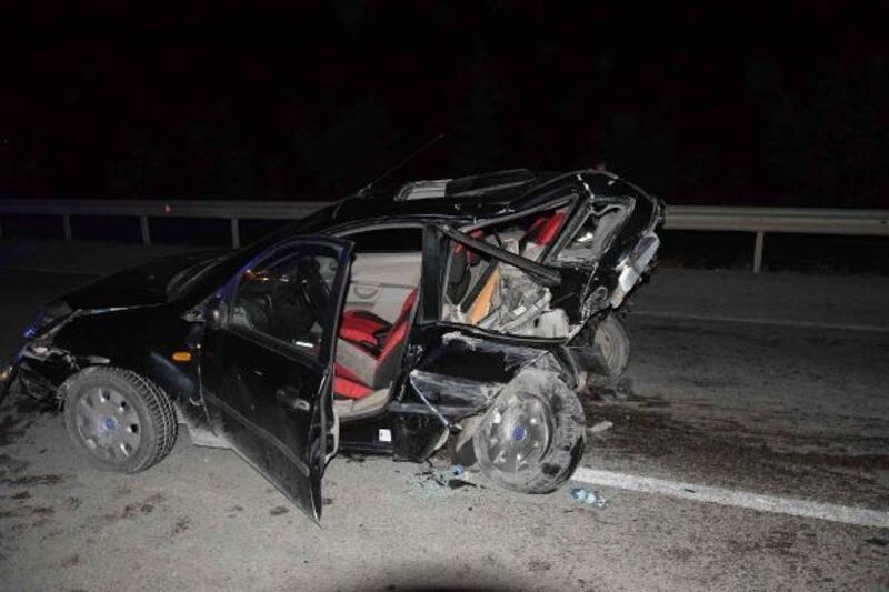 Konya'da iki otomobil çarpıştı: 1'i bebek 9 yaralı
