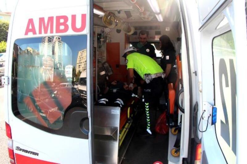 Motorize trafik polisi yaptığı kazada yaralandı