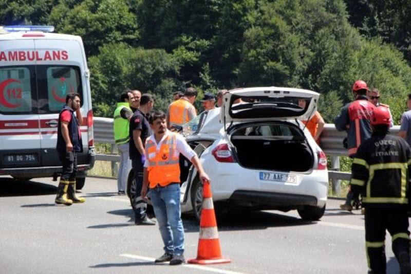 Bolu Dağı'nda TIR'a çarpan otomobildeki 2 kişi yaralandı