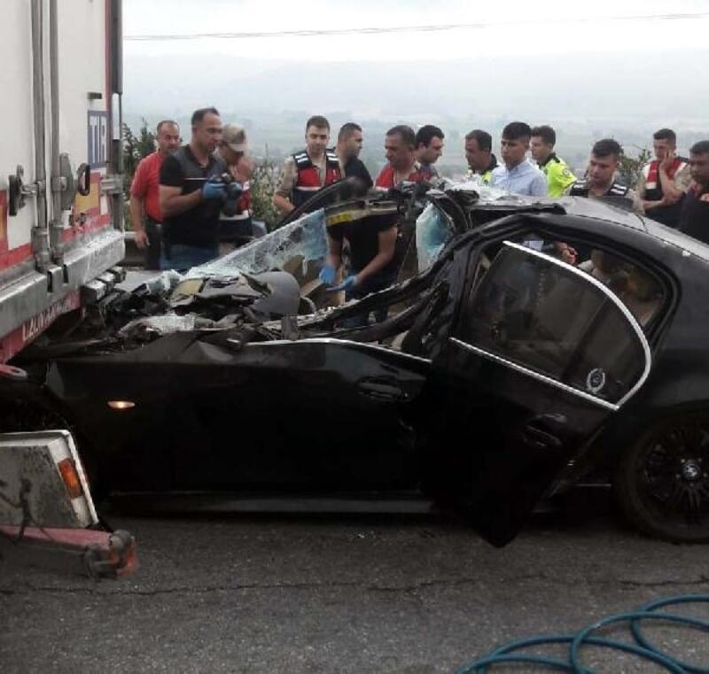 Otomobil TIR'a arkadan çarptı: 2 ölü