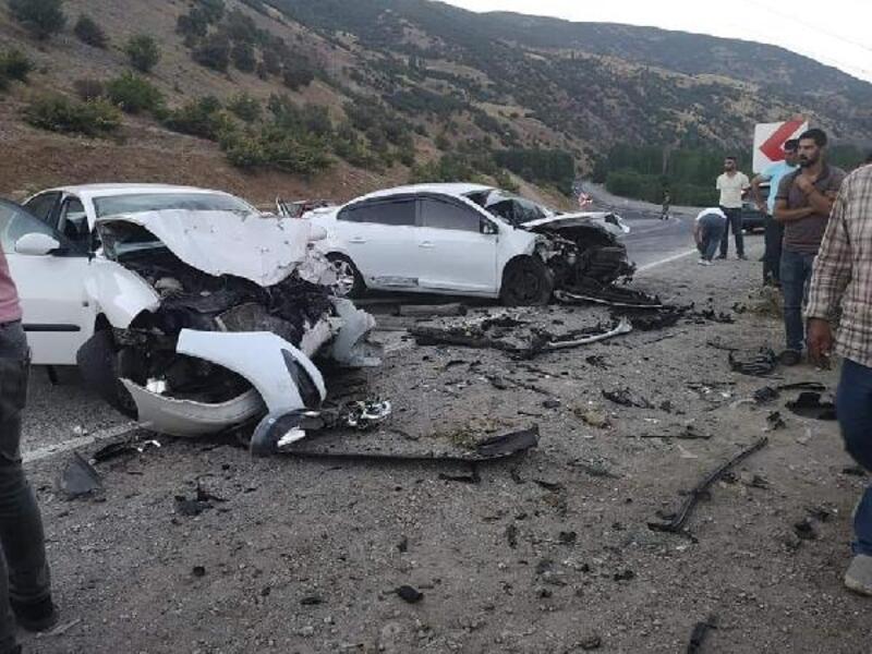 Bingöl'de iki otomobil çarpıştı: 3 yaralı