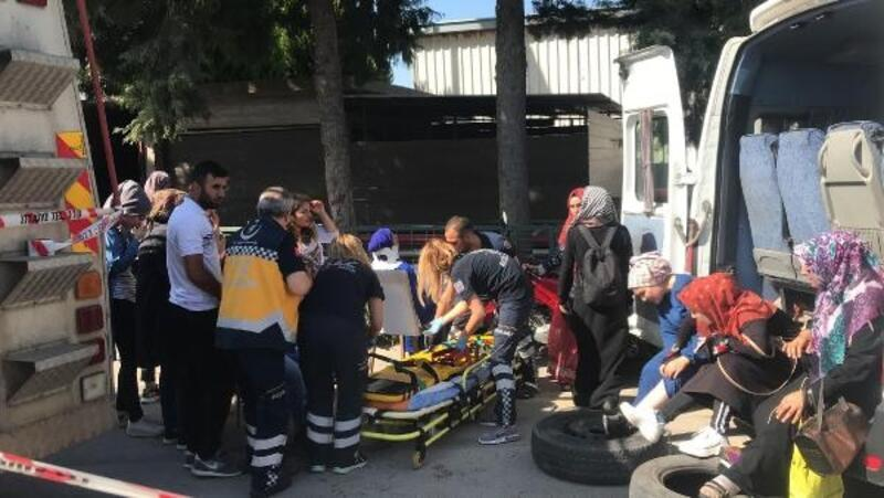 İşçi servisi ile hafif ticari araç çarpıştı: 16 yaralı