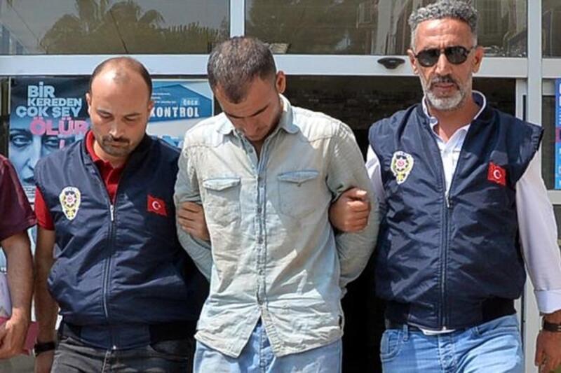 Katil zanlısını, simitçi, su satıcısı, ayakkabı boyacısı polisler yakaladı