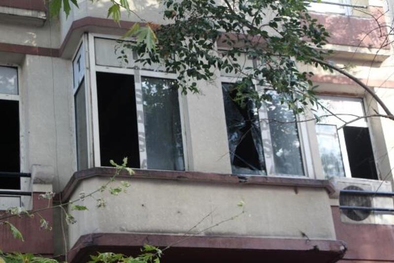 Beyoğlu'ndaki yangında mahsur kalanları itfaiye kurtardı
