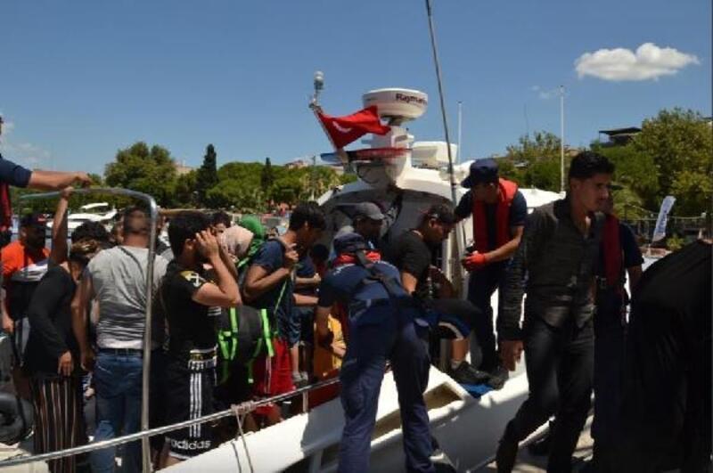 Dikili açıklarında 95 kaçak göçmen yakalandı