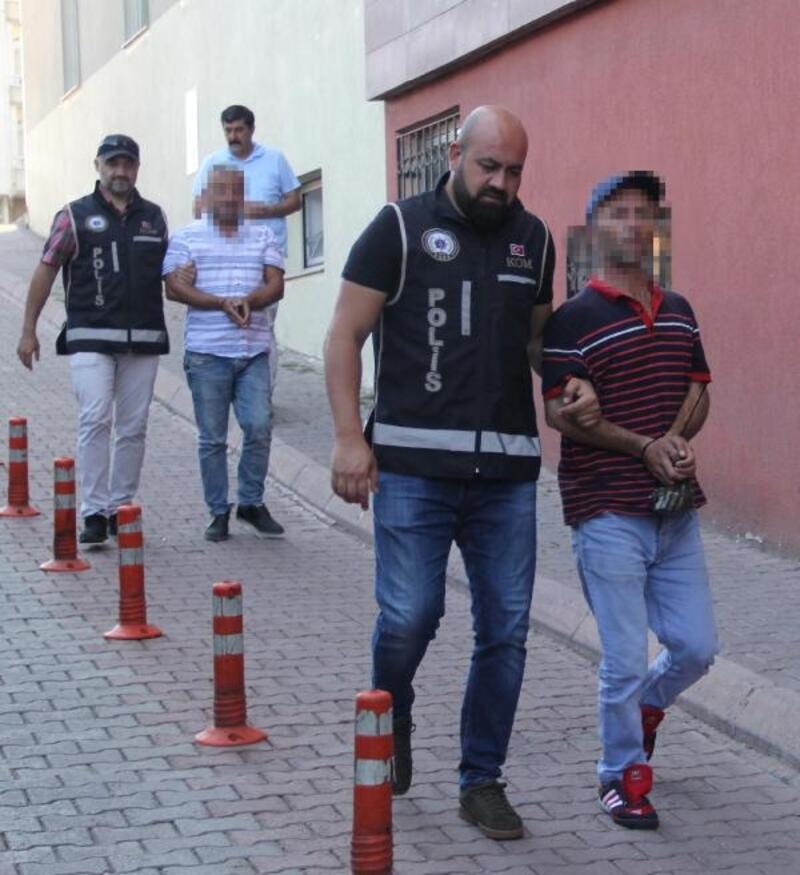 Kayseri'de takside, 12 kaçak göçmen ve 2 organizatör yakalandı