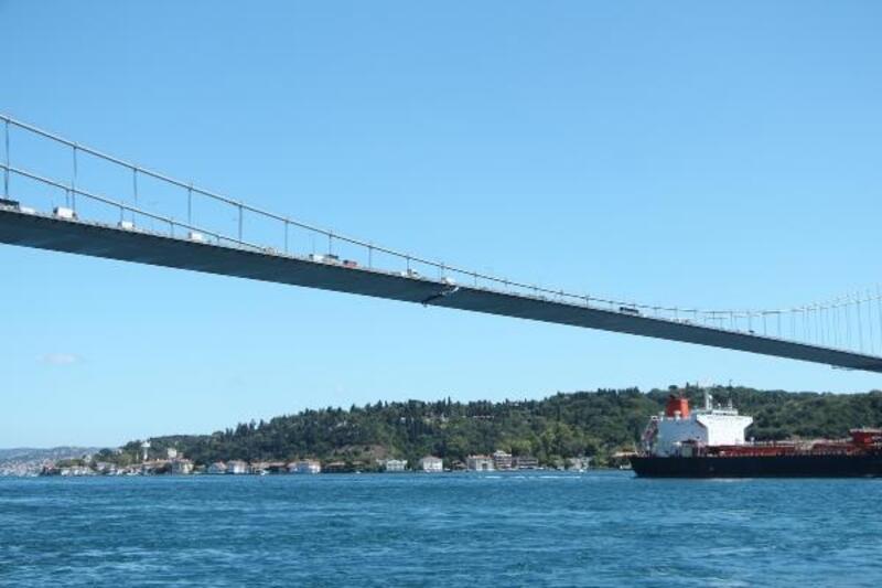 Fatih Sultan Mehmet Köprüsü'ne 'UEFA Süper Kupa' bayrağı asıldı