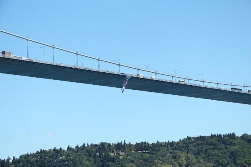 FSM Köprüsü'ne 'UEFA Süper Kupa' bayrağı asıldı