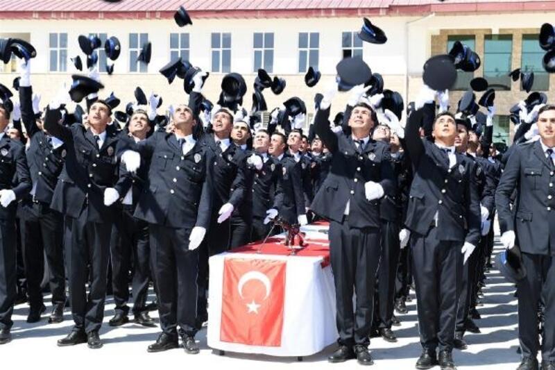 Kemal Serhadlı Polis Meslek Yüksekokulu'nda mezuniyet heyecanı