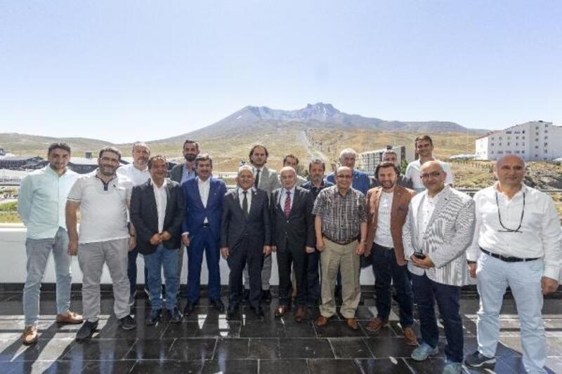 Başkan Büyükkılıç Erciyes'te yatırımcılarla konuştu