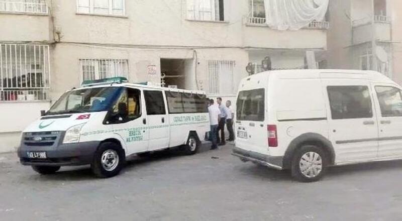 Adliye çalışanı evinde ölü bulundu