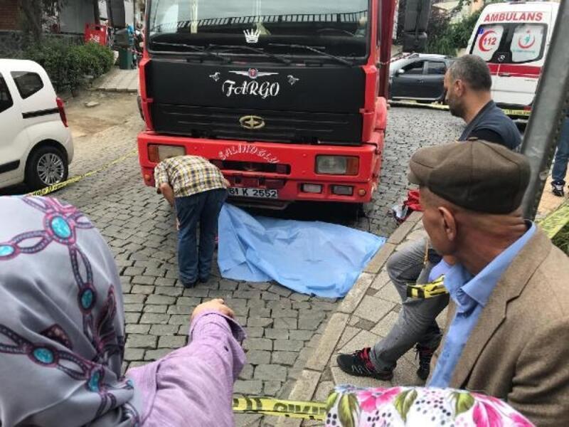 Hafriyat kamyonunun çarptığı kadın, hayatını kaybetti